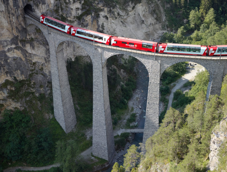 Tlumiče z Ostravy jezdí švýcarskými Alpami